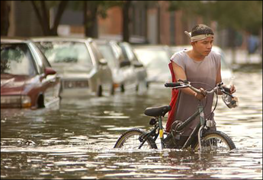Guy with bike in flood courtesy of Maximillian Franz/The Daily Record